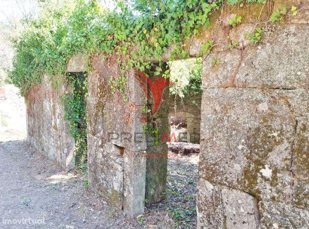 Casa em ruína c/ terreno junto ao Rio - Vila Real