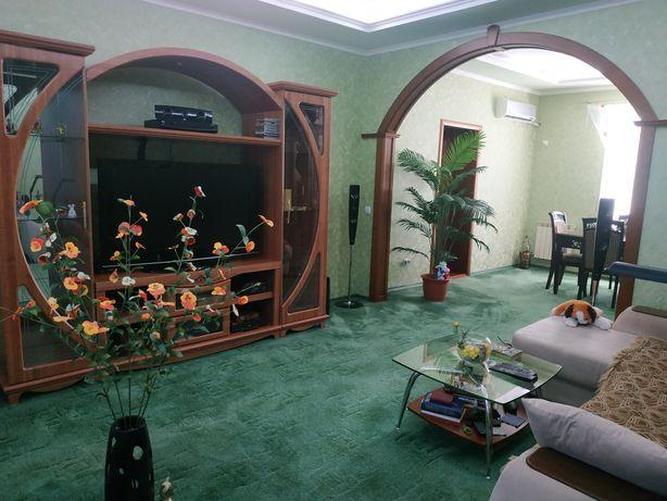 Продам дом с двором-оазисом в Приморском районе