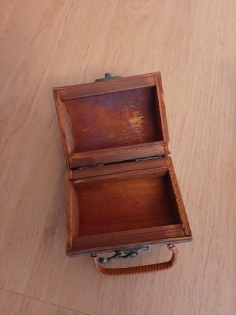 Sprzedam drewniana szkatułkę