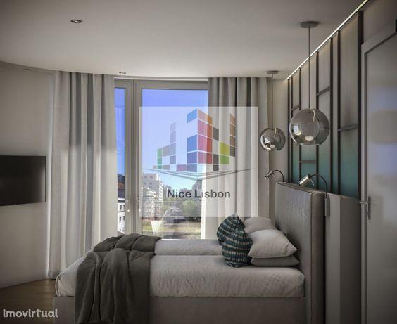 Apartamento T1 a estrear Mobilado junto ao Marquês de Pombal