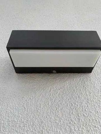 Aplique LED para exterior em cor antracite (Philips) - Leroy Merlin