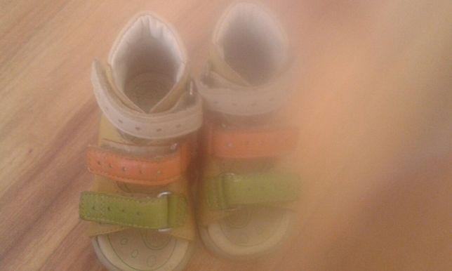 Buty ortopedyczne, sandały