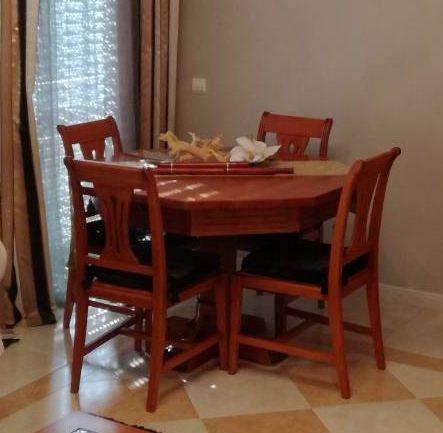 Mesa Sala Jantar extensível + 4 Cadeiras + Cristaleira