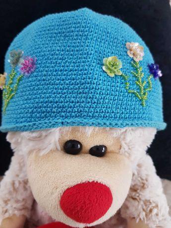 Piękna czapka dziewczęca z koralikami