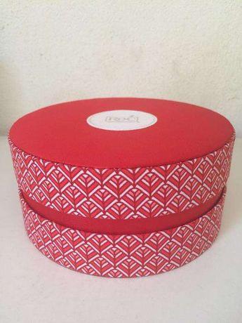 Caixa Vermelha e branca ROC