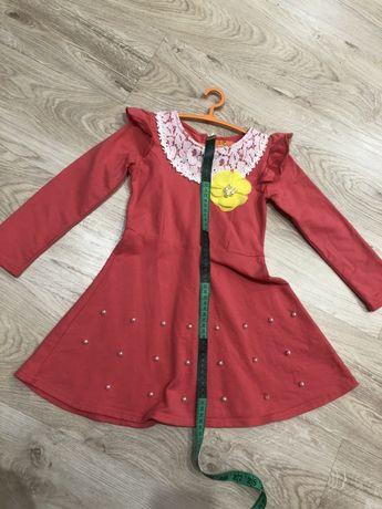 Нарядное платье на девочку 5-6 лет