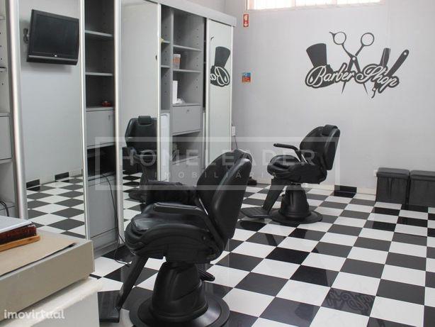 Barbearia equipada a funcionar em Santa Marta do Pinhal