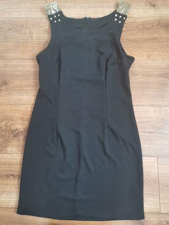 Czarna sukienka do kolana