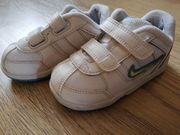 Sportowe adidasy Nike 22