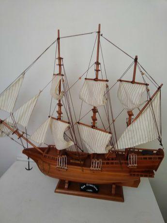 Модель парусного корабля.