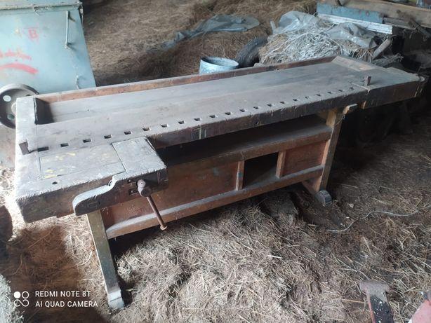 Zabytkowy stół stolarski