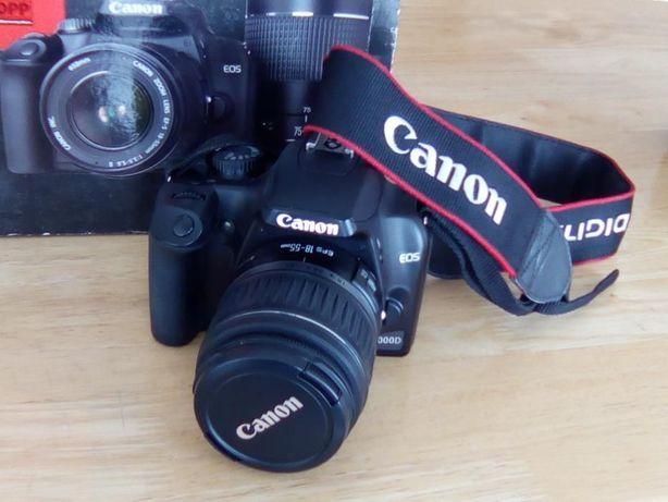 Máquina Canon EOS1000D(corpo e lente)