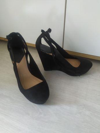 Koturny na platformie 36 buty eleganckie zapinane