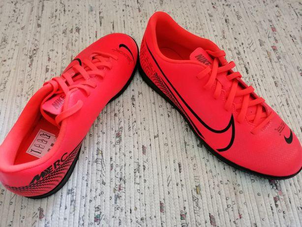 Ténis/chuteiras Nike n40