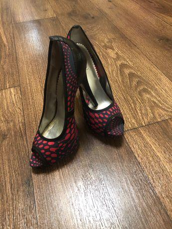 Туфли расцветка сине-розовая,лабутены,каблук высокий. Все по 200