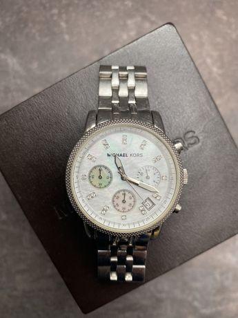 MICHAEL KORS - srebrny zegarek na bransolecie z kamienną tarczą