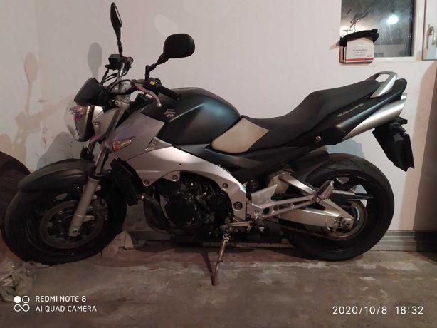 Продам мотоцикл Suzuki GSR 600