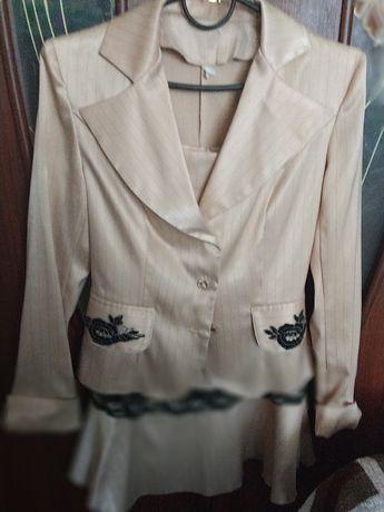 Плаття і плащик для дівчат