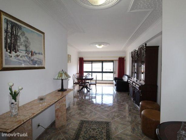 Excelente Apartamento T3 mobilado no Parque dos Poetas - ...