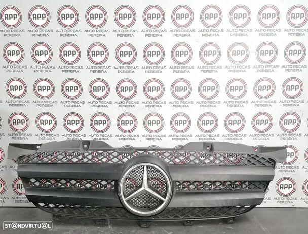 Grelha Frontal Mercedes Spriter W906 de 2008.