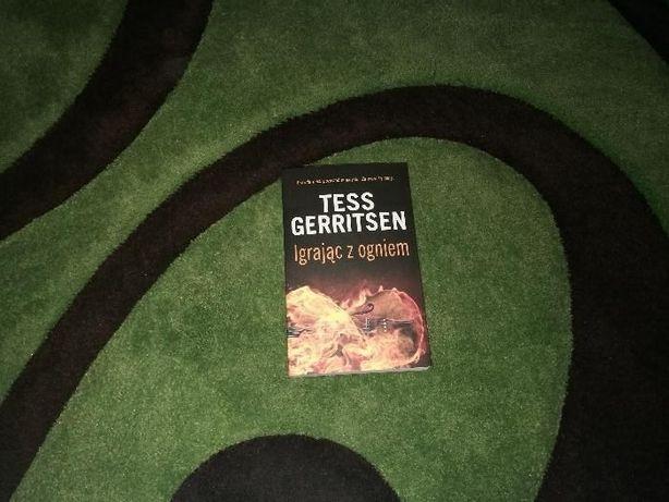 Tess Gerritsen : Igrając z ogniem