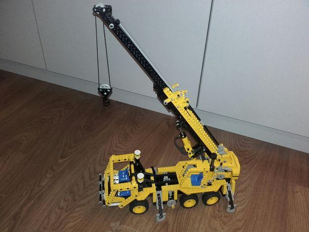 Lego Technic 8431 - Pneumatic Crane Truck - rok 2002