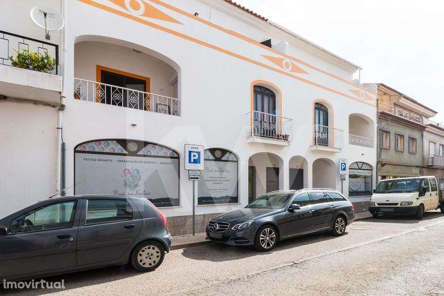 Lojas à venda em São Bartolomeu de Messines.