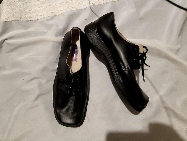Ботинки шкіра 43  нові, не ношені. Зручні