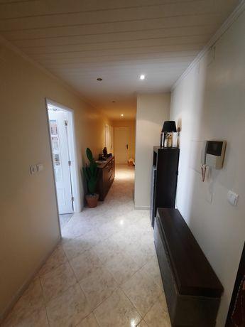 Apartamento T2 à venda no Feijo/Vale Flores