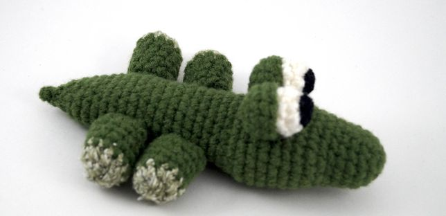 М'яка іграшка - крокодил, плетений гачком. Ручна робота.