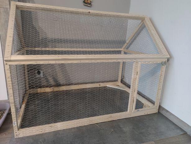 Drewniana klatka dla królika