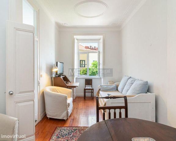 Apartamento T1 + 1 com jardim, para arrendar R. Marquês da Fronteira