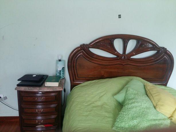 Quarto de cama  em castanho maciço