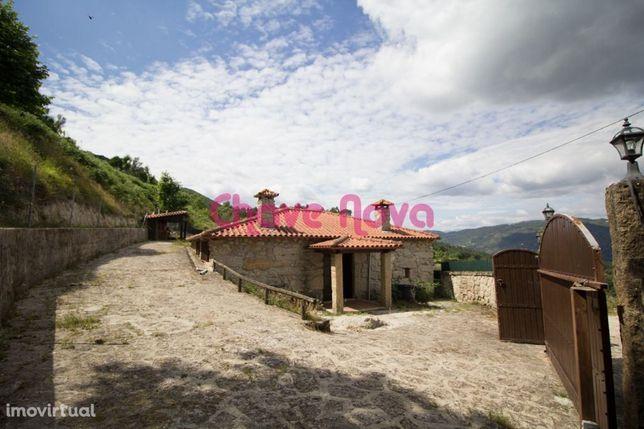 Casa rústica em Celorico de Bastos a 5 Km do centro da Vila em Gagos.