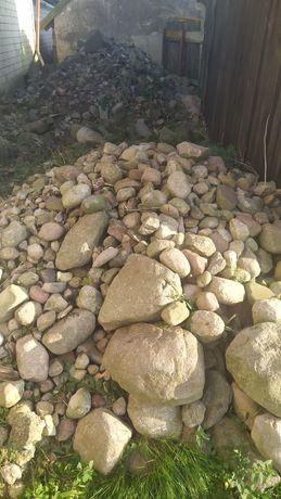 Kamienie polne o różnej wielkości