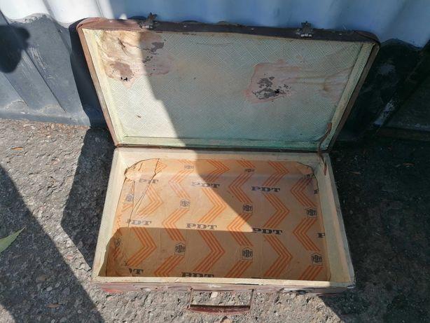 Stara walizka dla kolekcjonera