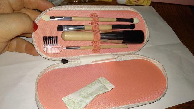 кисточки для макияжа 4шт ручки-дерево набор ив роше в чехле