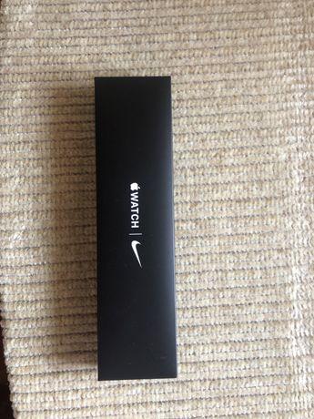 Apple Watch SE 44 .
