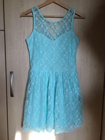 Niebieska koronkowa sukienka cropp