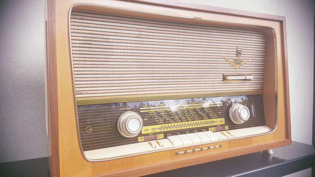 Rádio antigo grundig