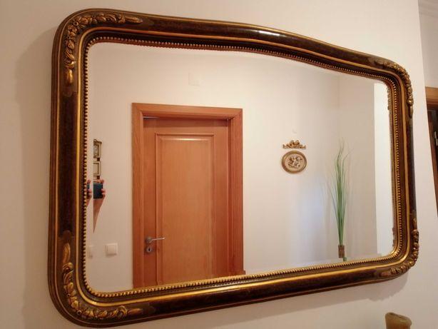 Espelho com moldura dourada, com 123cm x 82cm