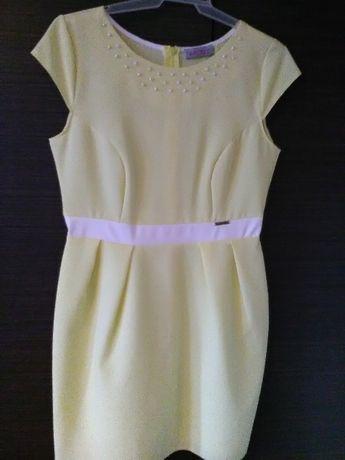 Sukienka żółta z perełkami