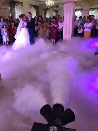 Акція Важкий Дим Перший Танець Конфеті Вогні Фонтани Низький Дим Туман