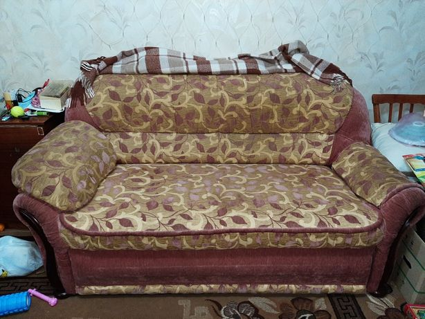 Продам хороший диван.