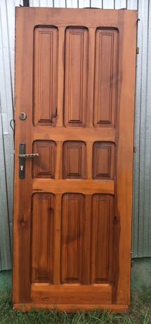 Drzwi zewnętrzne drewniane 80 lewe i 100 lewe z ościeżnicą