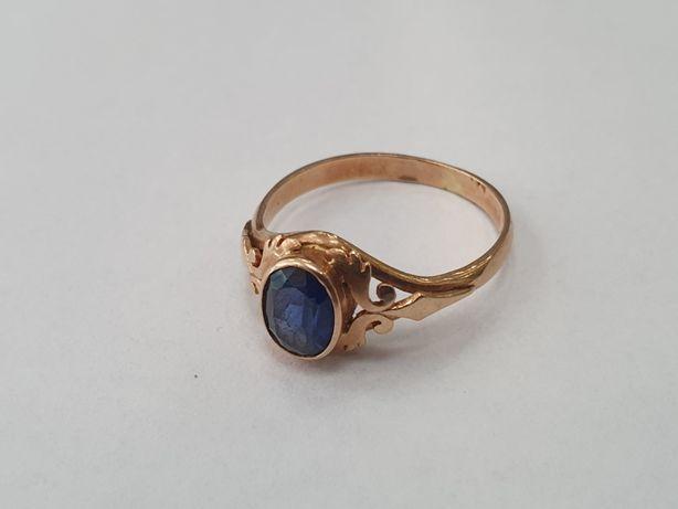 Piękny złoty pierścionek damski/ 585/ 3.47 gram/ Niebieski kamień/ R22