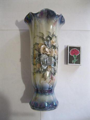 Фарфоровая ваза перламутровая с элементами лепки