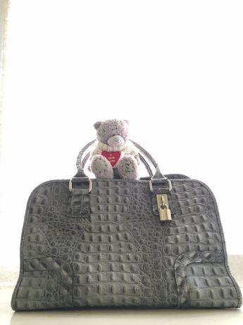 Женская сумочка из кожи крокодила.