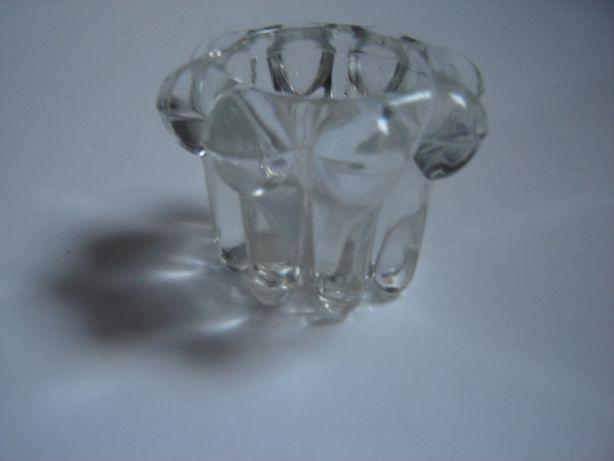 mały świecznik szklany