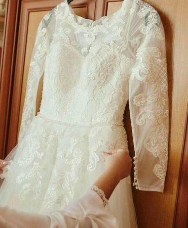 Весільна сукня.    .                     .